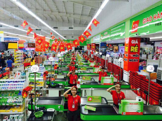 BigC Dĩ An và Toto Việt Nam đã loại bỏ hết bóng đèn truyền thống thay vì đèn led dây Philips