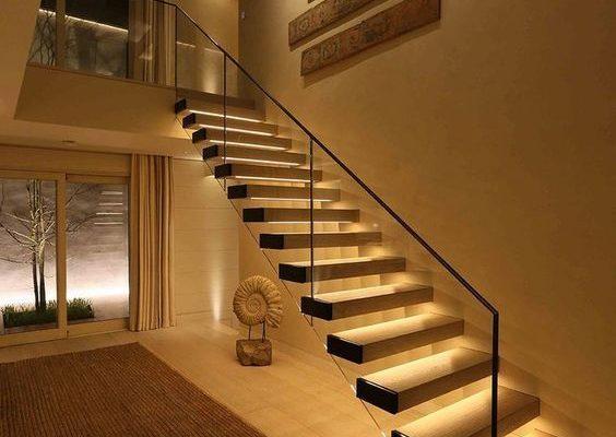 Nhiệt độ màu của đèn ban công và cầu thang