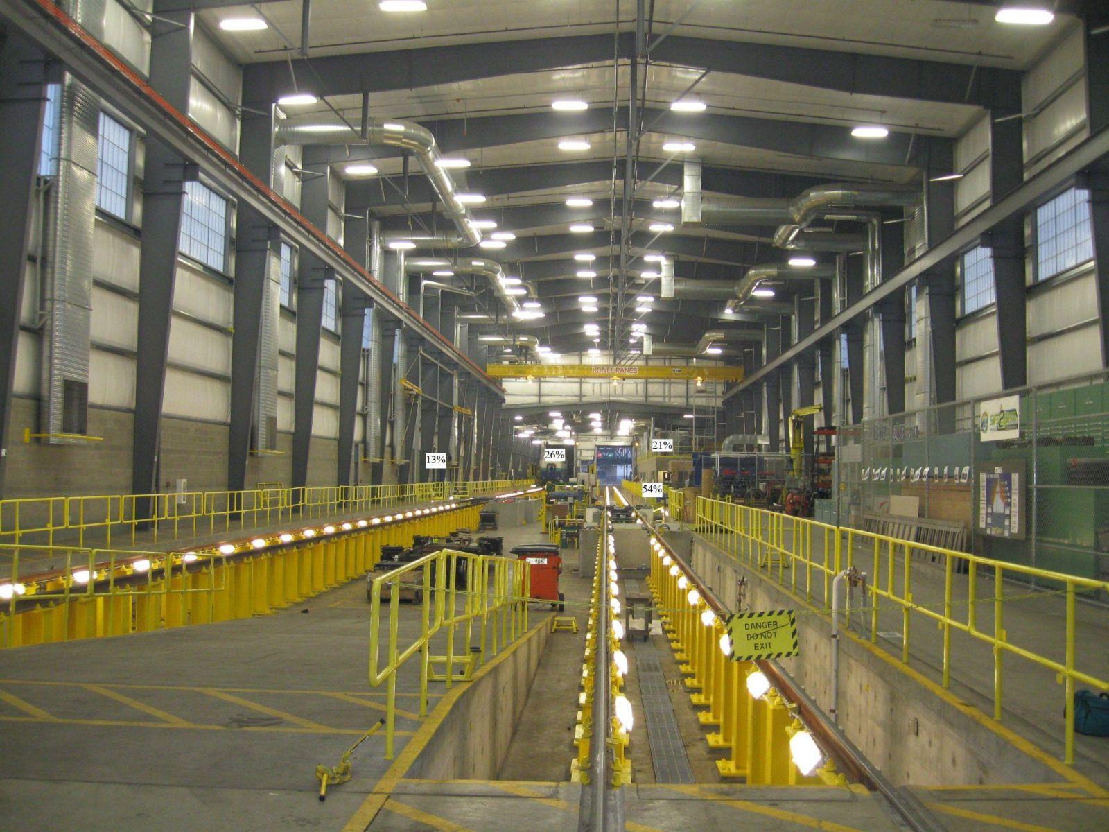 Hình ảnh thực tế đèn led nhà xưởng BY698P PSU WB Philips